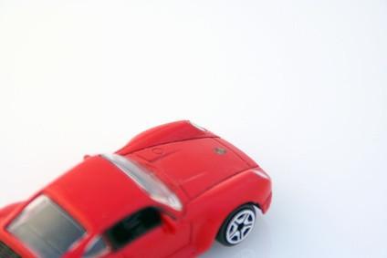 Cómo hacer un movimiento de coches de juguete Usando tercera ley del movimiento de Newton