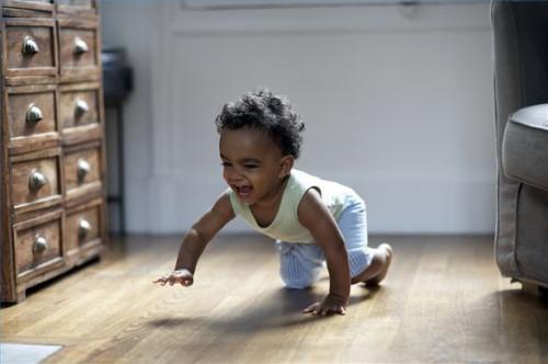 Cómo vestir a un bebé de arrastre