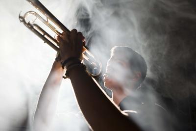 Cómo hacer humo que salía con hielo seco