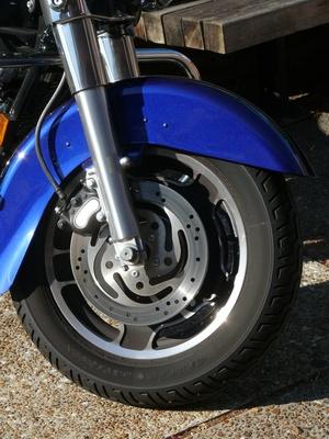 Cómo arreglar un entubado neumático de la motocicleta
