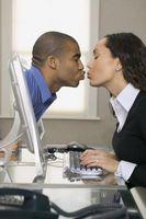 Cómo conocer a solteros locales utilizando en línea Zoosk en Facebook