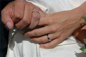 Ideas afilado busca alianzas de boda con un diamante solitario