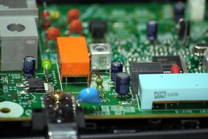 Cómo cortar placas de circuito impreso