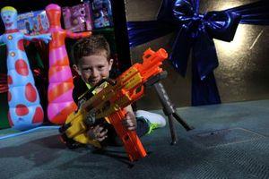 Cómo hacer una pistola de agua en una pistola Nerf