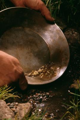 Cómo separar el oro de la suciedad