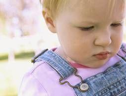 Cómo manejar que muerde en un entorno de cuidado de niños