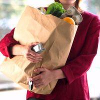 ¿Cómo encontrar subvenciones por un ama de casa desplazada