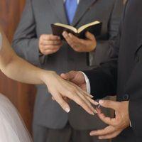 Cómo convertirse en un ministro ordenado en Iowa para realizar una ceremonia de boda