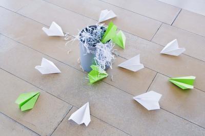 Cómo hacer aviones de papel complicados