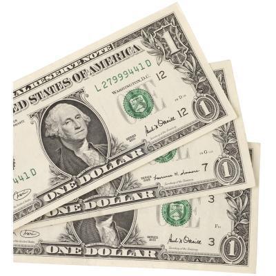 Cómo doblar un billete de dólar en una camisa