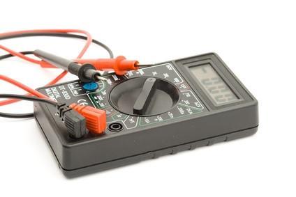 Como prueba de transistores con un medidor