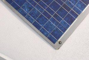 Haciendo que la energía solar con una lámpara solar durante un experimento de ciencias