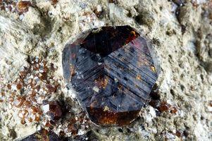 Cómo mina de piedras preciosas granate