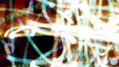 Cómo hacer un modelo de un átomo de uranio con espuma de poliestireno Bolas