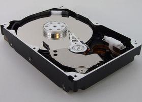 Cómo agregar una unidad de disco duro a un PS2 Slim