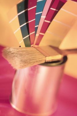 ¿Qué factores afectan la intensidad del color?