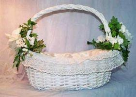 Cómo decorar una cesta de boda