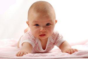 Cómo utilizar una manta de recepción para envolver un bebé