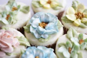 Flores tropicales hechos con pasta de azúcar