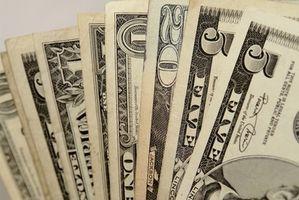 Cómo doblar dinero para un árbol del dinero