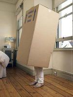 ¿Cómo hacer un árbol de Navidad del traje de una caja de cartón