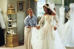Una lista de cosas de las novias necesitan cuando buscando un vestido