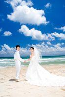 Cómo describir el código de vestimenta para una boda en la playa en una invitación