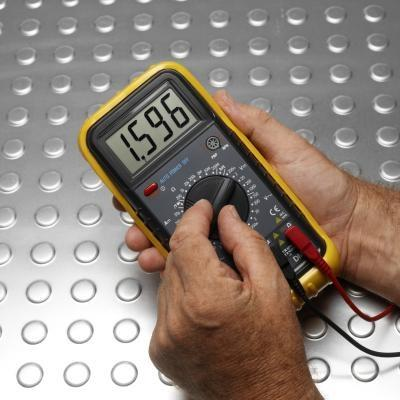 Como prueba de condensadores electrolíticos de aluminio con un multímetro
