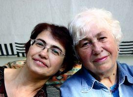 Regalos para los ancianos en una reunión familiar
