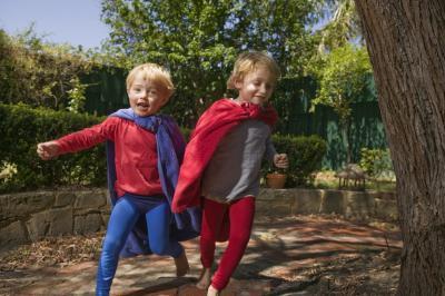 Juegos para jugar en una fiesta de cumpleaños del super héroe