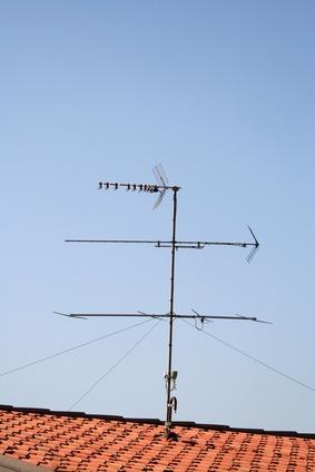 Cómo instalar una antena UHF Estación Base