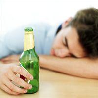 Cómo educar a los adolescentes sobre el envenenamiento por alcohol