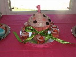 Las ideas torta de la taza para fiestas de cumpleaños