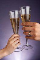 DIY: Flautas de novia con diamantes de imitación