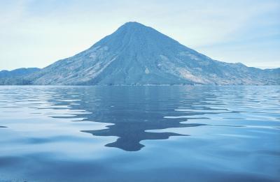 Describir los tres tipos de límites de placa Dónde erupción volcánica puede ocurrir