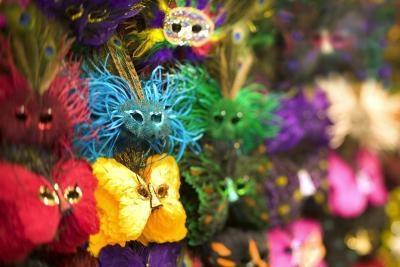 Las ideas de la flor y de la torta para una bola carnaval