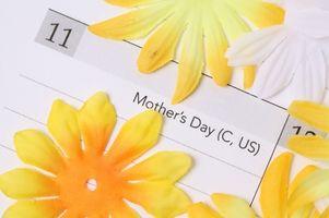 Cómo hacer una invitación del Día de la Madre