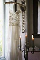 La adición de las chispas de un vestido de novia
