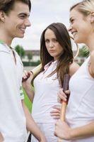 Cómo acercarse a un amigo celoso