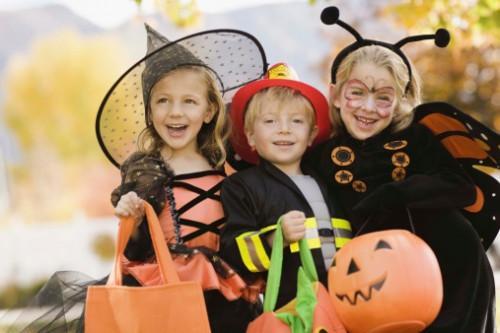 Ideas de la fiesta del muchacho para una fiesta de cumpleaños del traje de Halloween