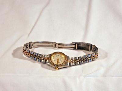 Cómo reparar una banda de reloj Invicta