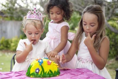 Cómo hacer tortas de cumpleaños de hecho en casa fácil de Niños