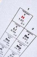 Cómo encontrar la cantidad de protones, neutrones y electrones se encuentran en los isótopos
