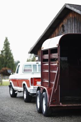 Los mejores neumáticos de remolque para tirar de un remolque de caballos