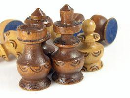 Cómo tallar piezas de ajedrez de madera