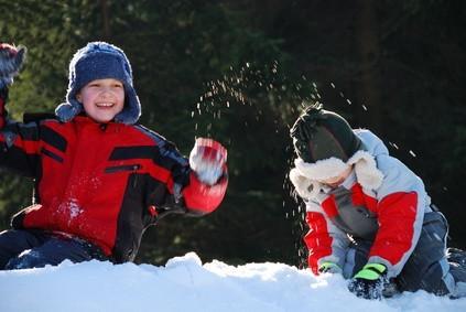 Juegos para los niños jugar en la nieve