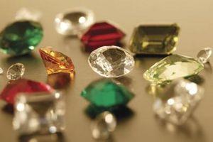 Cómo saber la diferencia entre las piedras preciosas de imitación y piedras preciosas reales