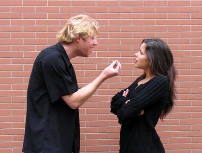 ¿Cómo puede la falta de comunicación causan la violencia?