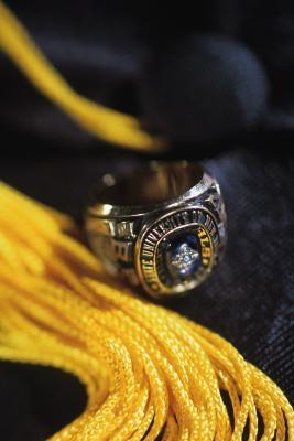 Cuál es el significado de prendas de Honor Cordones en la graduación?