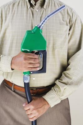 Las desventajas del uso de gasohol como una fuente de combustible alternativa a la gasolina